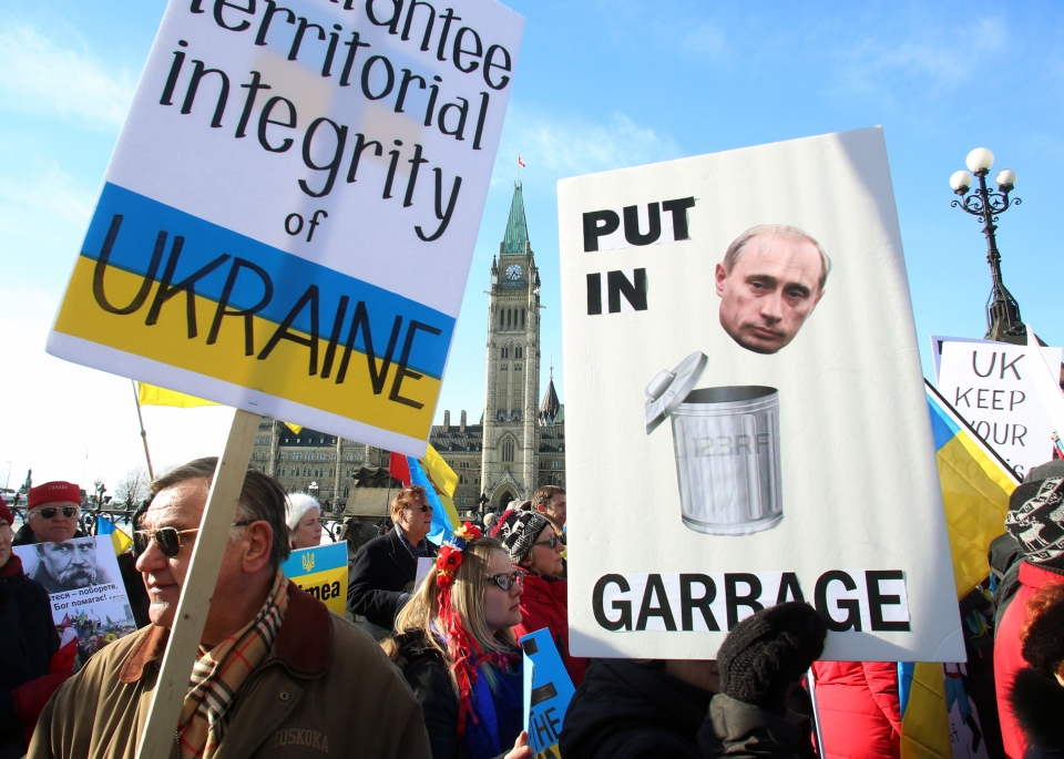 Members of the Canadian Ukrainian community demonstrate on Parliament Hill in Ottawa on Sunday March 9, 2014. (Fred Chartrand / THE CANADIAN PRESS)