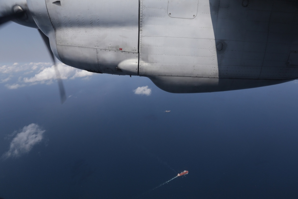 Ships are seen from a flying Soviet-made AN-26 of the Vietnam Air Force during a search operation for the missing Malaysian Airlines Boeing 777 over the South China Sea Monday, March 10, 2014. (AP / Na Son Nguyen)