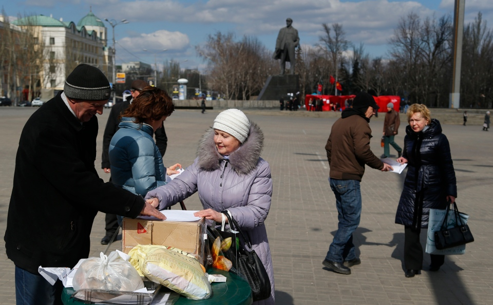 Pro Russia activists gather signatures for a referendum on secession for the Donetsk region at a central square in Donetsk, eastern Ukraine, Wednesday, March 12, 2014. (AP / Sergei Grits)