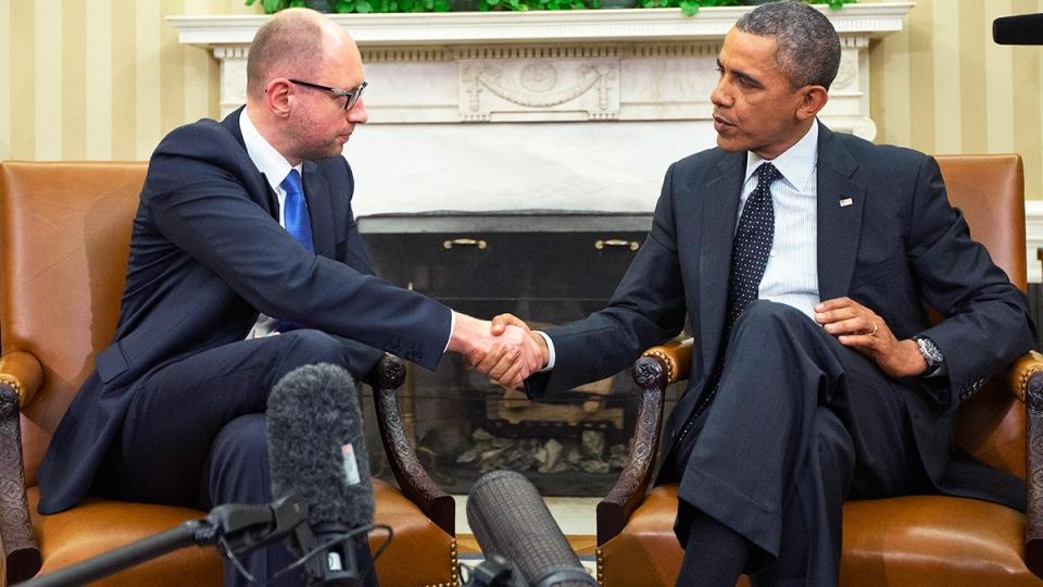U.S. President Barack Obama, right, and Ukraine Prime Minister Arseniy Yatsenyuk, left, shake hands in the Oval Office of the White House in Washington, Wednesday, March 12, 2014. (AP / Pablo Martinez Monsivais)