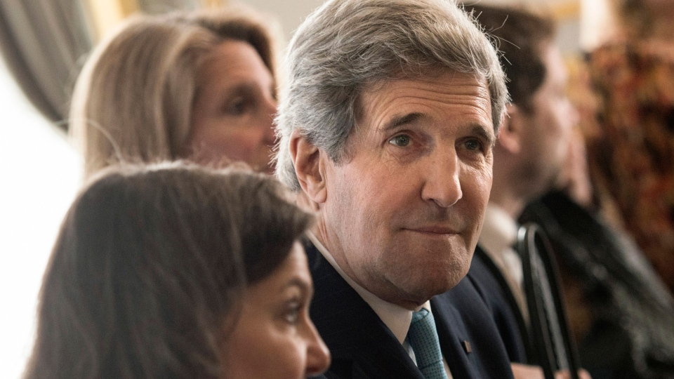 US Secretary of State John Kerry waits to start the meeting with Russian Foreign Minister Sergey Lavrov at Winfield House, the residence of the US ambassador, in London, Friday March 14, 2014. (AP / Brendan Smialowski)