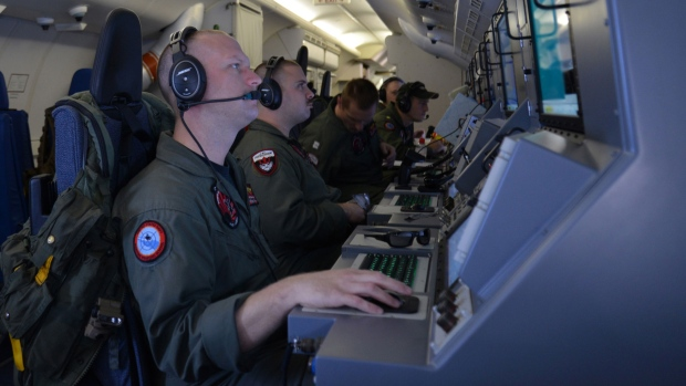 Search for missing Malaysia flight continues