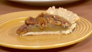 Canada AM nutrition expert Leslie Beck helps you choose the right slice of pie and cut calories at Thanksgiving Day dinner.