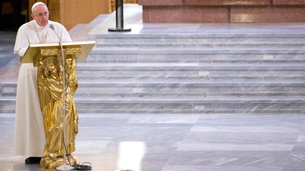 Pope issues warning to mafiosi