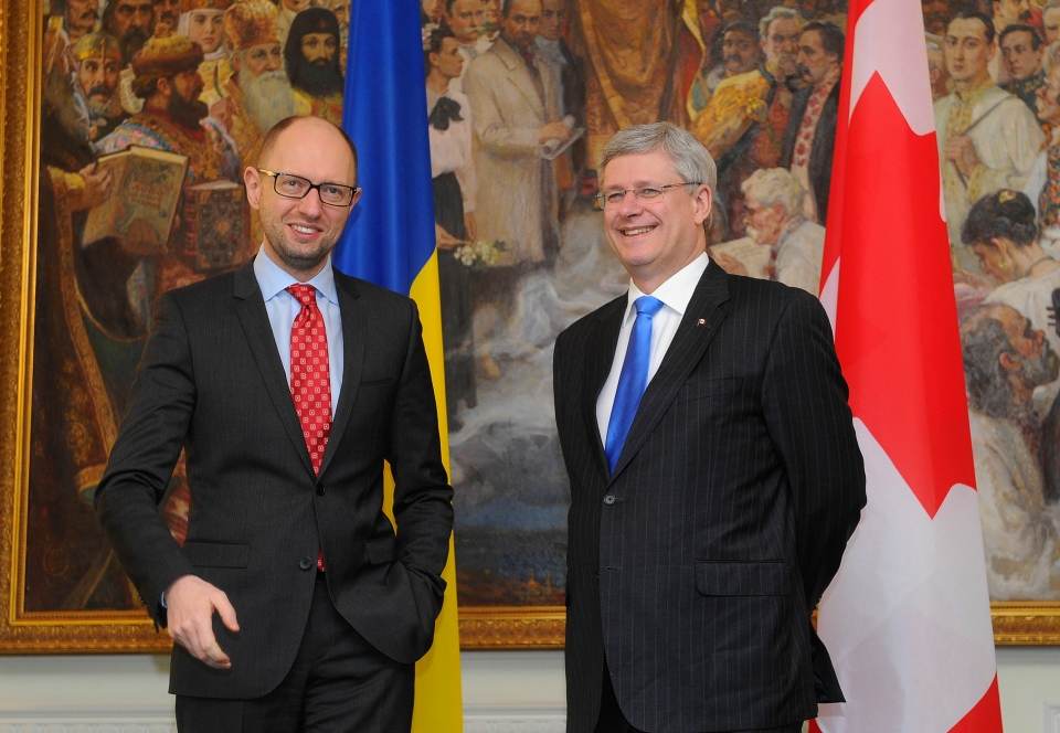 Ukrainian Prime Minister Arseniy Yatsenyuk, right, speaks with Canadian Prime Minister Stephen Harper in Kyiv, Ukraine on March 22, 2014. (AP / Andrew Kravchenko)