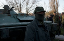 Pro-Russian forces storm Ukraine base