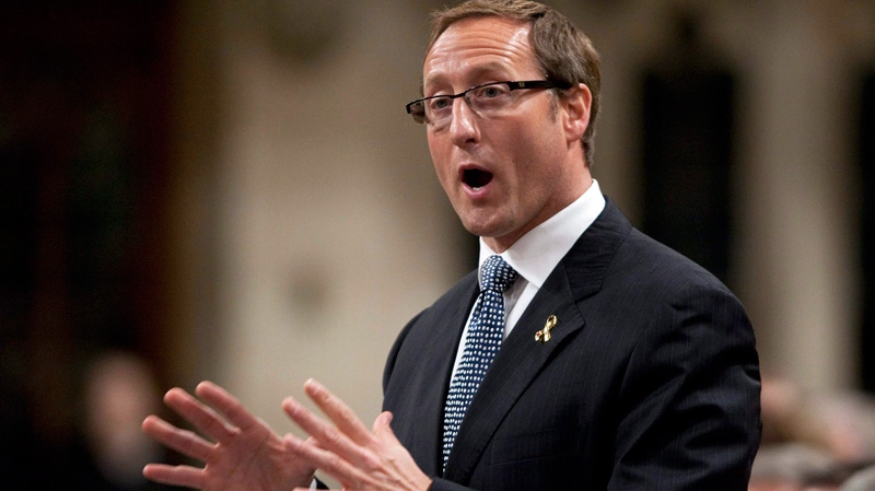 Natynczyk defends himself and Peter MacKay in memo