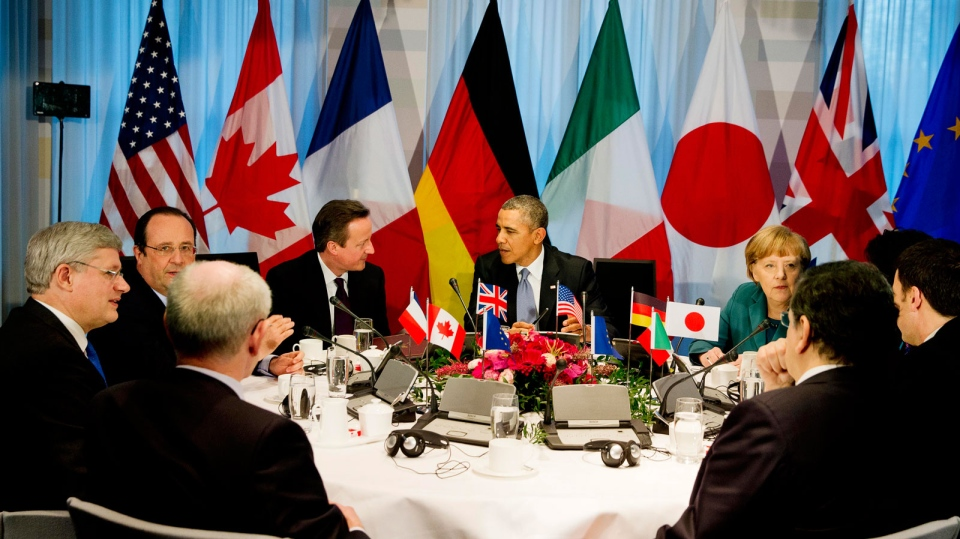G7 world leaders clockwise from centre left, European Council president Herman Van Rompuy, Prime Minister Stephen Harper, French President Francois Hollande, British Prime Minister David Cameron, U.S. President Barack Obama, German Chancellor Angela Merkel, Japanese Prime Minister Shinzo Abe, Italian Prime Minister Matteo Renzi and European Commission president Jose Manuel Barroso, in The Hague, Netherlands, Monday, March 24, 2014. (AP /Jerry Lampen)
