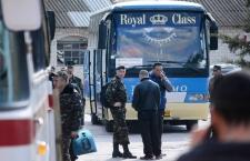 Ukrainian troops prepare to leave Crimea