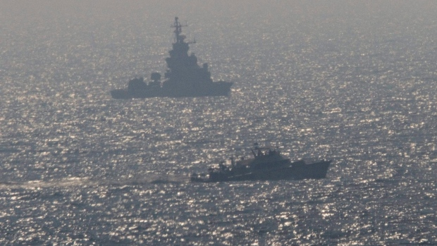 Israel navy fires on Palestinian boats