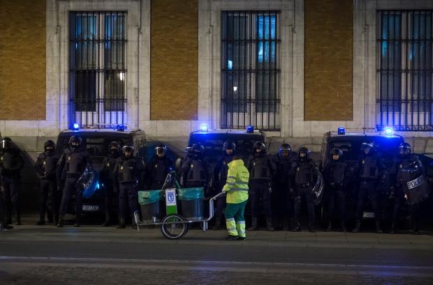 Spanish police arrest students in Madrid