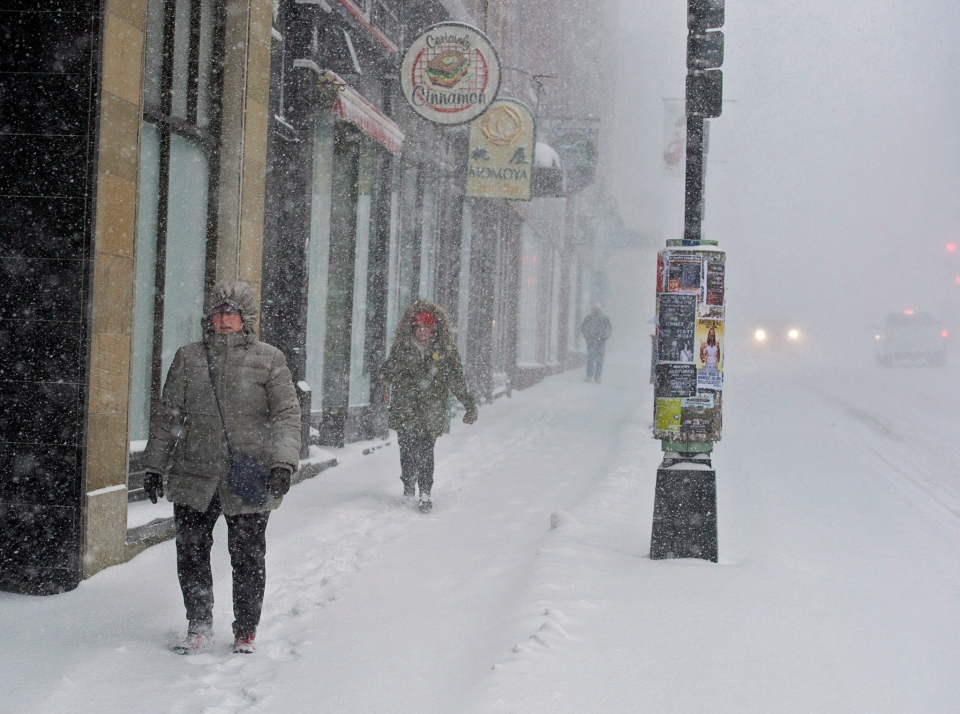 Pedestrians battle high winds and blowing snow as they walk in downtown Halifax, Wednesday, March 26, 2014. (Andrew Vaughan / THE CANADIAN PRESS)