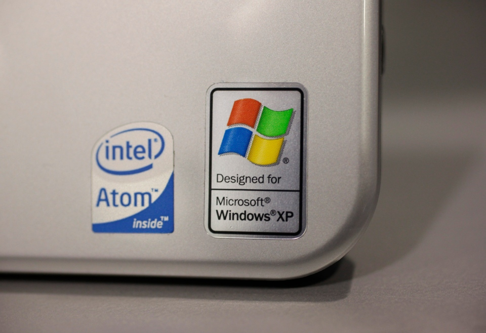 A Hewlett Packard laptop running Microsoft Windows XP is seen on display at Best Buy in Mountain View, Calif., Wednesday, July 22, 2009 (AP / Paul Sakuma)