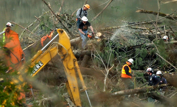 Crews cleaning up site of Washington mudslide