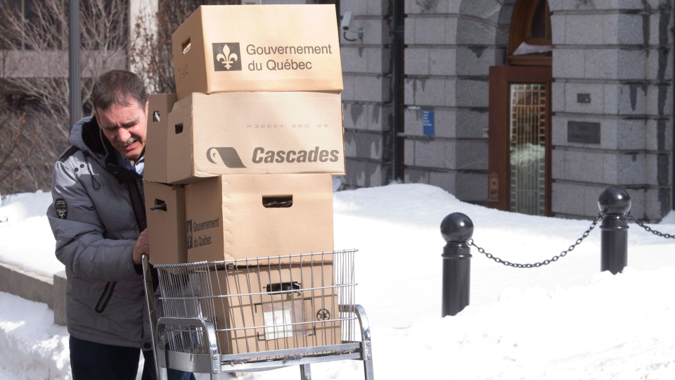 Boxes of documents are carried out of Quebec Premier Pauline Marois's office building in Quebec City on Monday, March 31, 2014. (Jacques Boissinot / THE CANADIAN PRESS)