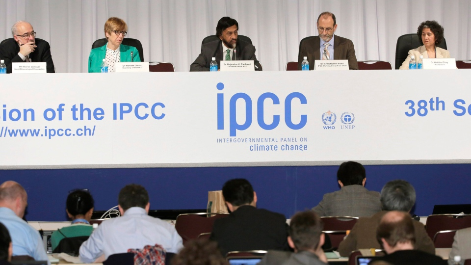 Chairman of the Intergovernmental Panel on Climate Change (IPCC) Rajendra K. Pachauri, center, speaks during a press conference in Yokohama, near Tokyo, Monday, March 31, 2014. (AP / Shizuo Kambayashi)