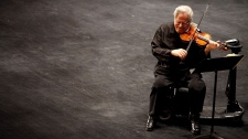 Itzhak Perlman plays a sonata in Texas