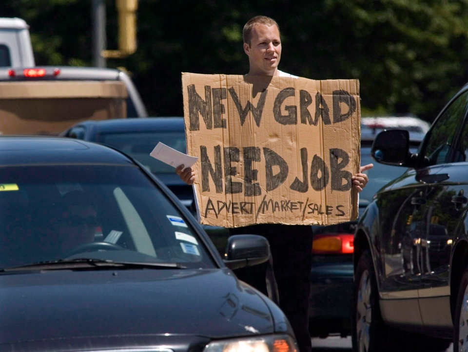 Jordan Smith, a recent graduate of Memorial University in St. John's, takes his job hunt to the streets of Halifax on July 14, 2009. (Andrew Vaughan / THE CANADIAN PRESS)