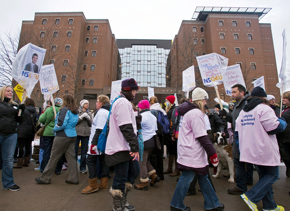 Striking nurses protest outside the Halifax Infirmary in Halifax on Thursday, April 3, 2014. (Andrew Vaughan / THE CANADIAN PRESS)