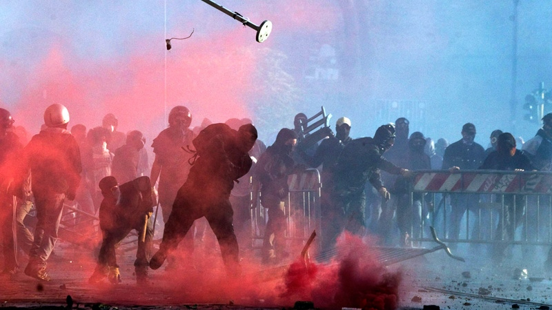 Police fire tear gas at protesters in Rome