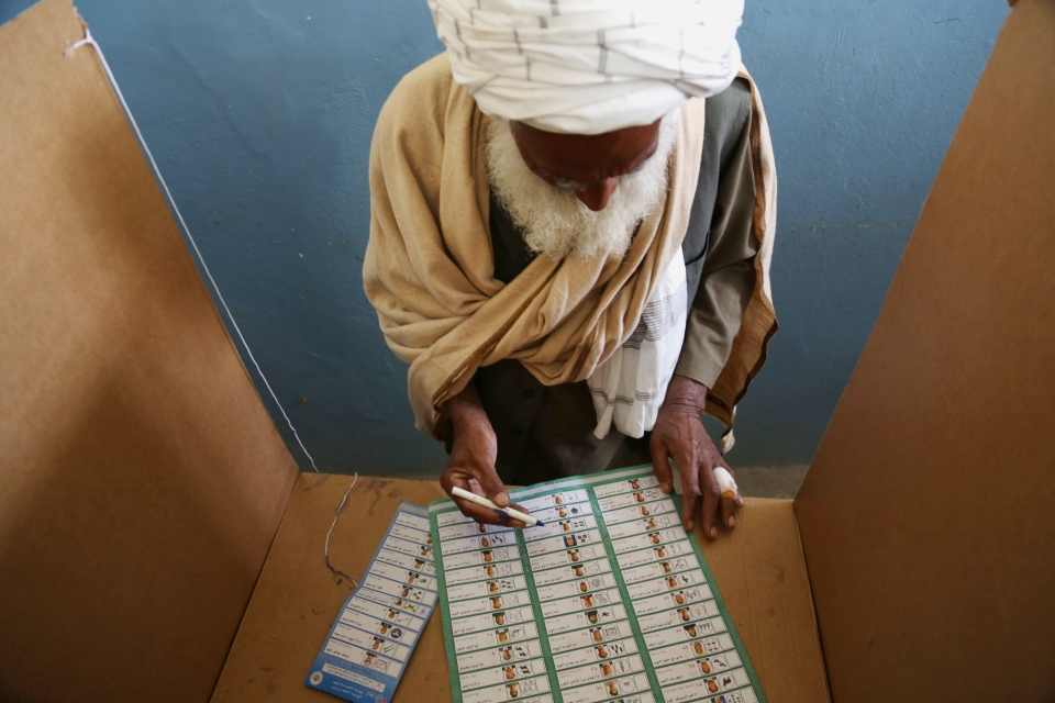 An Afghan man fills his ballot before voting at a polling station in Jalalabad, east of Kabul, Afghanistan, Saturday, April 5, 2014.  (AP/Rahmat Gul)