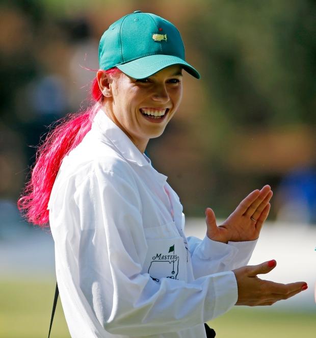 Caroline Wozniacki dyes hair pink