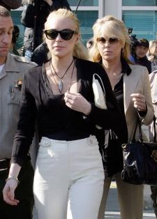 Lindsay Lohan's mother arrested for drunk driving