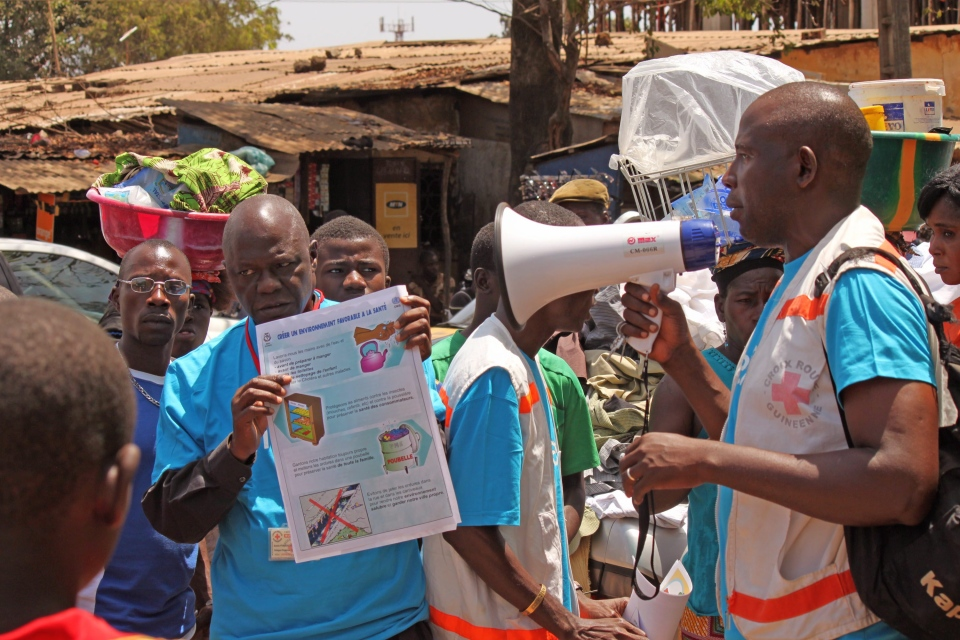 Health workers teach people about the Ebola virus and how to prevent infection, in Conakry, Guinea, Monday, March 31, 2014. (AP / Youssouf Bah)