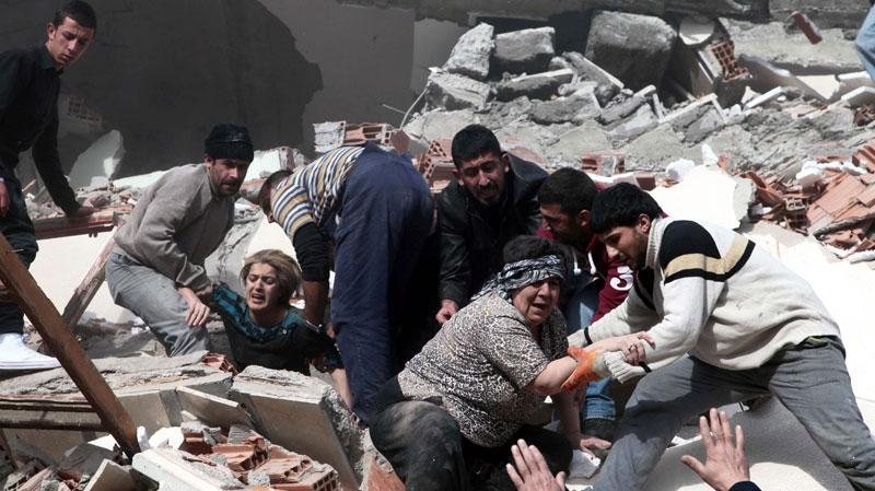 People rescue two women trapped under debris in Van eastsern Turkey after a powerful 7.2-magnitude earthquake struck eastern Turkey
