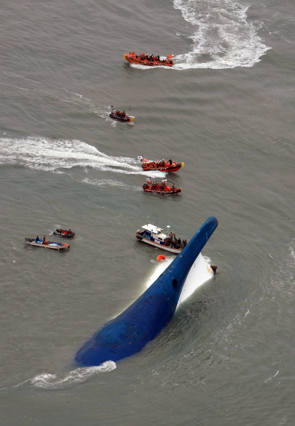 South Korean rescue team boats and fishing boats try to rescue passengers of a ferry sinking off South Korea's southern coast, in the water off the southern coast near Jindo, south of Seoul, Wednesday, April 16, 2014. (Jeollanamdo / Yonhap)