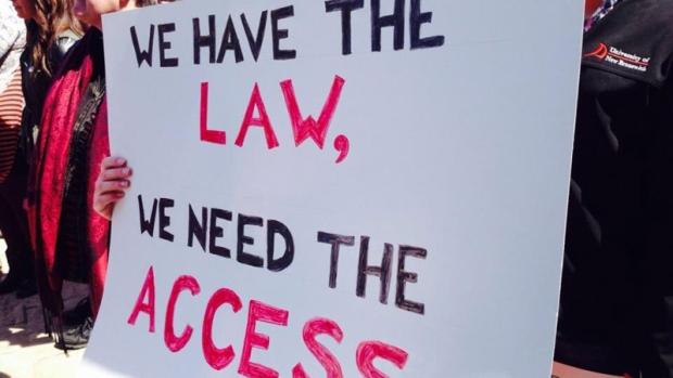 Hundreds jeer N.B. politicians over abortion regulations