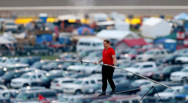 Nik Wallenda to perform in Chicago