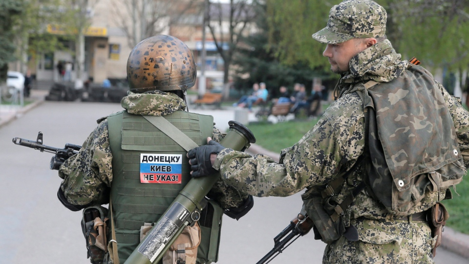 Pro-Russian gunman patrol a streets in downtown Slovyansk, Eastern Ukraine, Friday, April 18, 2014. (AP / Efrem Lukatsky)