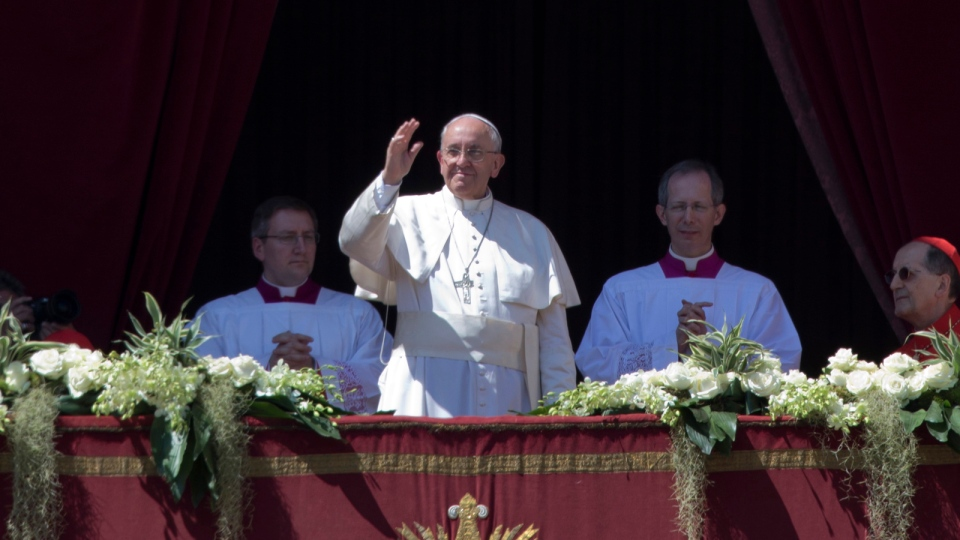 Pope Francis delivers the Urbi and Orbi blessing from the balcony of St. Peter's Basilica at the end of the Easter Mass in St. Peter's Square at the the Vatican Sunday, April 20, 2014. (AP / Andrew Medichini)