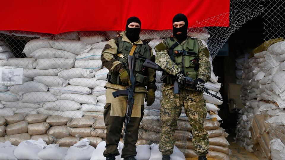 Armed Pro-Russian men guard barricades in front of city hall in Slovyansk, eastern Ukraine, Monday, April 21, 2014. (AP / Sergei Grits)