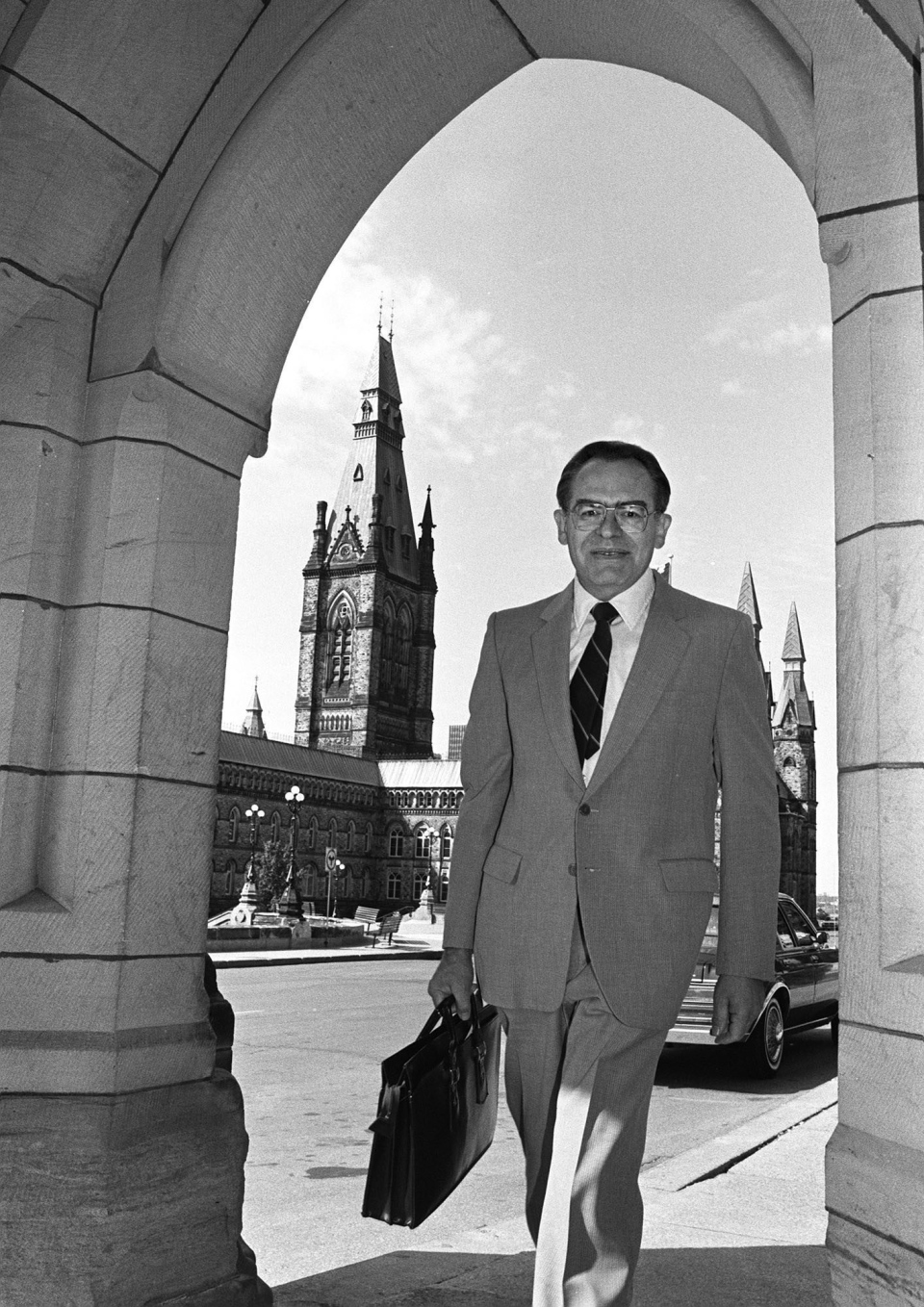 Herb Gray arrives on Parliament Hill on July 9, 1984. (THE CANADIAN PRESS)