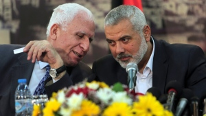 Senior Fatah official Azzam al-Ahmad, left, talks to Gaza's Hamas Prime Minister Ismail Haniyeh, at Haniyeh's residence in Shati Refugee Camp, Gaza Strip, Wednesday, April 23, 2014. (AP / Adel Hana)