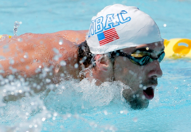 Michael Phelps warms up