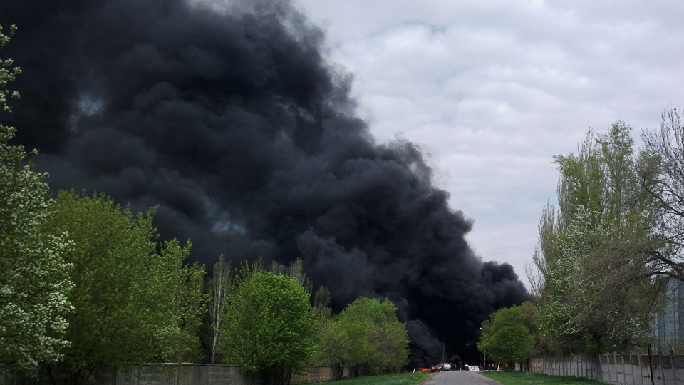 Black smoke billows from burning tires at a checkpoint, following an attack by Ukrainian troops outside Slovyansk, Ukraine, Thursday, April 24, 2014. (AP / Mika Velikovskiy)