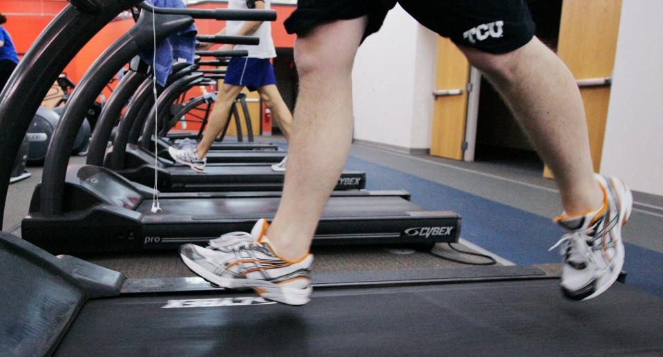A man runs on a treadmill in Oklahoma City, Thursday, Jan. 3, 2008.  (AP Photo)