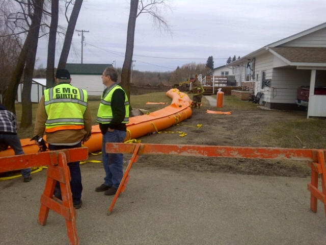 Crews inspect temporary barriers built in an effort to keep flood waters away from homes on Sunday, April 27, 2014. (Photo: Province of Manitoba)