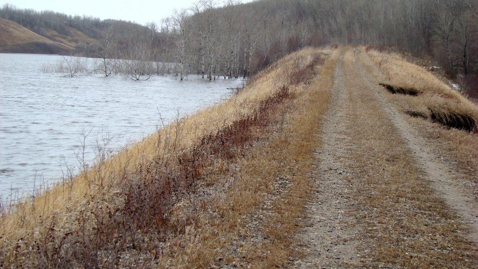 The embankment near Birdtail Creek in western Manitoba starts to fail on Monday April 28, 2014 (Manitoba government)