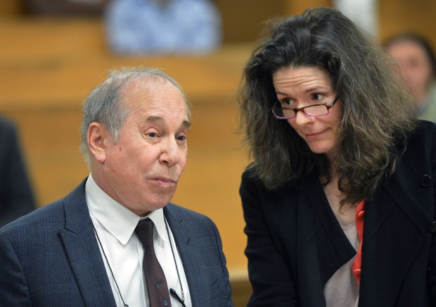 Paul Simon and Edie Brickell hold hands in court