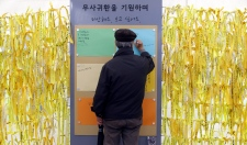 Divers search for South Korea ferry victims