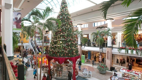 Christmas shoppers walk to stores at the Laurier shopping centre in Quebec City, Thursday, Dec. 16, 2010. (Jacques Boissinot / THE CANADIAN PRESS)