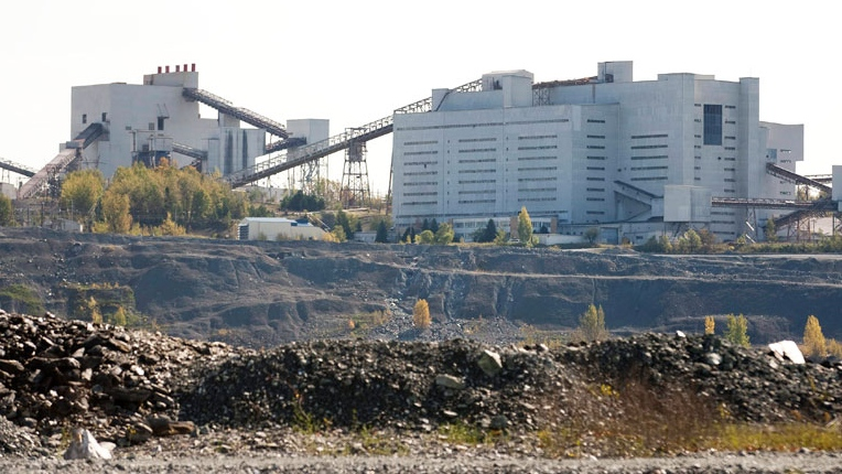 The Jeffrey asbestos mine is seen in this 2011 file photo in Asbestos, Que.