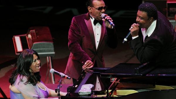 Aretha Franklin sings with Ronald Isley, centre, and Dennis Edwards at the end of the Rock Hall's 16th Annual American Music Masters concert honouring her, at the Playhouse Square's State Theatre in Cleveland on Saturday, Nov. 5, 2011. (The Plain Dealer / John Kuntz)