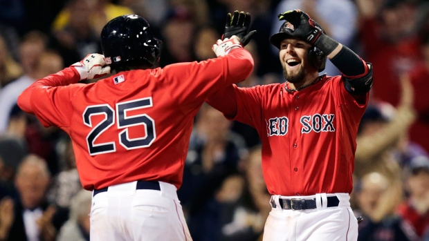 Red Sox's Dustin Pedroia congratulated for homer