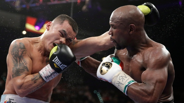 Mayweather beats Maidana