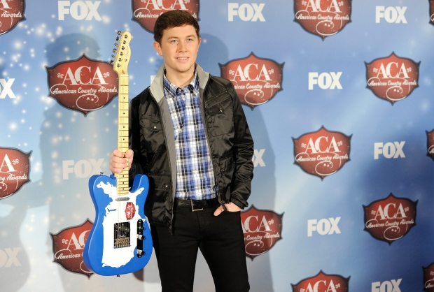 Scotty McCreery poses backstage